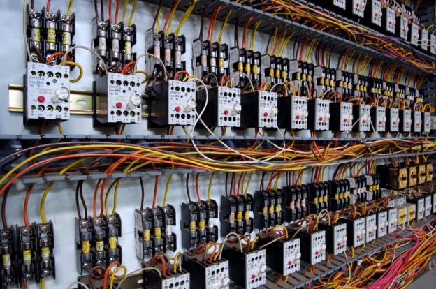 Tủ bù điện áp 1 Nguyên lý hoạt động và tính năng tủ bù điện áp